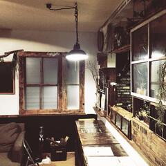 カウンターdiy/廃材DIY/旦那作照明/窓枠DIY/パレットDIY/100均壁塗装/... おはようございます! リビングとキッチン…