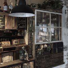 パレットDIY/ボウル/額縁リメイク/100均壁塗装/100均/インテリア/... カウンターの棚窓、照明、壁塗装、全部手作…
