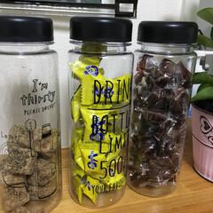 セリア セリアのドリンクボトルに 沖縄の黒糖とピ…(1枚目)