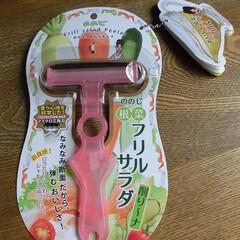 ピーラー/キッチン/オシャレ/パーティ/簡単/野菜/... 波型の刃のピーラーで、フリルサラダが簡単…