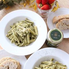 きょう何食べた?/パスタ/ジェノベーゼ/ショートパスタ/イチゴ/手作りチーズパン/... おうちランチにお手軽ジェノベーゼ。ショー…