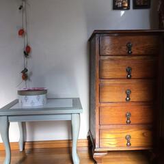 アンティークのある暮らし/ハンドメイド/住まい アンティークの家具を玄関に置きました。左…