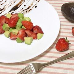 いちご/アボカド/スイーツ/料理人/料理研究家/おうちカフェ/... 非公開レシピの料理です。  甘い苺にほん…