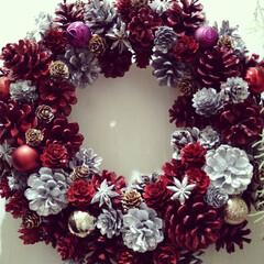 ダイソー/セリア/一人暮らし/ハンドメイド/雑貨/DIY/... クリスマスリース赤バージョン完成✌️直径…
