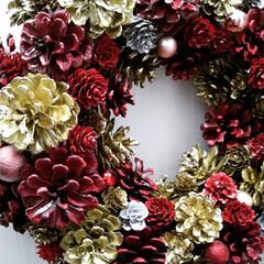 お家時間/クリスマスリース/ダイソー/セリア/ハンドメイド/雑貨/... クリスマスリース🌲 レッドゴールド仕上げ…