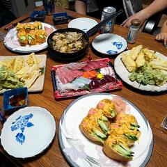 子供の日/おうちごはん 本日の夕飯 天ぷら 刺身 いなり寿司 か…