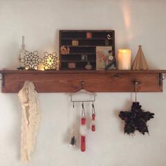 サンタクロース/フォロー大歓迎/クリスマス/DIY/ハンドメイド/雑貨/... DIYした棚にクリスマスディスプレイ🎄 …
