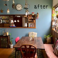 DIY/ペンダントライト/ダイニングテーブルDIY/カウンターキッチン/古い物が好き/アンティーク/...  壁紙変えました。  のり付き壁紙を貼る…