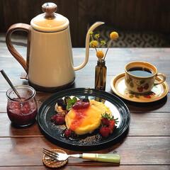 ナチュラルキッチン/朝ごパン/朝ごはん/電気ケトル/パンケーキ/ありがとう平成/... 平成最後の朝ごはん🥞  夕べ特売のいちご…