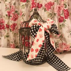 カーテン/IKEA/DIY/鳥かごアレンジ/ローラアシュレイ/フォロー大歓迎/... 鳥かごの中を隠したいのでリボンをつけてみ…