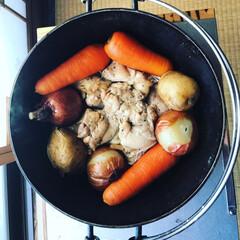 鶏モモ/ダッチオーブン料理/アウトドア/ダッチオーブン/グルメ/フード/... 友人との忘年会でダッチオーブンの鶏モモ肉…