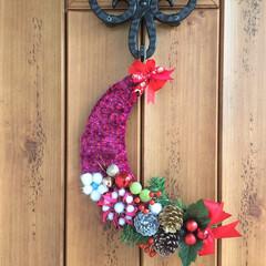 クリスマス2019/クリスマスデコ/玄関/飾り/デコレーション/手作り/... 三日月型が新鮮だった去年のクリスマスの玄…