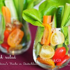 サラダ/野菜/おもてなし/パーティー/料理研究家/アンナのキッチン/... 透明なグラスにカットした野菜を盛り付けま…
