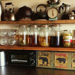DIY 棚/キッチン/フルーツビネガー/カフェ風インテリア/見せる収納/瓶 フルーツビネガーを瓶詰めで 乾物やお菓子…