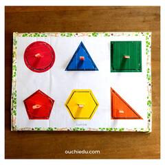 知育/ダンボールおもちゃ/おうち育 ダンボールで作った、知育パズル。 型はめ…