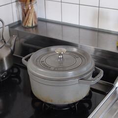 ストウブ staub ピコココット 鍋 ラウンドシチューパン 24cm 3.8L グレー IH対応 無水鍋 両手鍋   STAUB(両手鍋)を使ったクチコミ「長年愛用してます、買って良かったストウブ…」