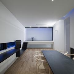 建築/住まい/OUCHI-25/シンプル住宅/建築家と作る家/建築家と作った家 夜景のバルコニー方向の様子です。 バルコ…