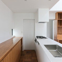 建築/住まい/キッチン/建築デザイン/ouchi ペニンシュラ型キッチン 奥にはパントリー…