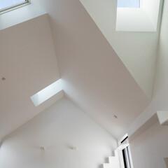 建築/住まい/建築家と作る家/シンプル住宅/OUCHI-40/天窓/... 3つの天窓  屋根に付ける天窓ですが、傾…