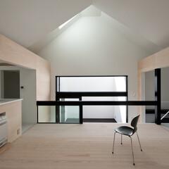 建築/住まい/建築デザイン/注文住宅/シンプル住宅 三角天井のリビング  OUCHI-27