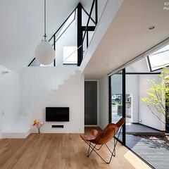 建築/住まい/建築デザイン/注文住宅/シンプル住宅 中庭に開くリビング OUCHI-46