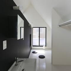 建築/住まい/狭小住宅/ミニマルデザイン住宅/シンプルデザイン住宅/シンプル住宅 2階の寝室  ワンルーム式の寝室です。 …