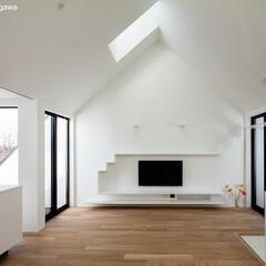 建築/住まい/建築家と建てる/猫と暮らす/猫と暮らす家/猫と住む家/... 三角屋根を取り入れた2階のリビング