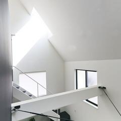 建築/住まい/天窓/狭小住宅/シンプル住宅 住宅密集地でも天窓で明るい空間