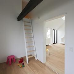 建築/子供室/ロフト/建築家と建てる家/シンプル住宅 ロフトのある子供室  リビングから入る子…