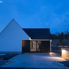 建築/住まい/平屋/中庭/シンプル住宅/建築デザイン 中庭のある平屋の家 in 静岡  木製縦…