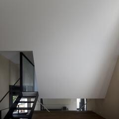 建築/住まい/建築家と建てた家/建築家と建てる家/二世帯住宅/OUCHI-01 子世帯リビングダイニングから斜め壁に入る