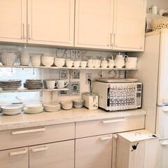 ホワイト/DIY/雑貨/100均/セリア/ダイソー/... 見せる収納キッチン。 もう少し引いてみま…