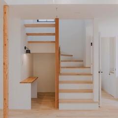 湘南スタイル/米杉/レッドシダー/無垢材/木のお家/無垢床材/... オープン階段とワークスペース