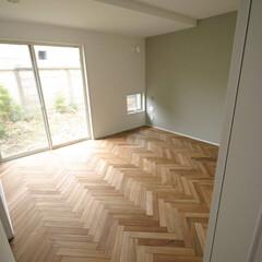 湘南スタイル/米杉/レッドシダー/無垢材/無垢床材/チーク材/... 床をチーク材のへリーンボーンで仕上げまし…