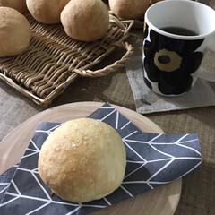 ナチュラルキッチン/おうちカフェ/塩パン/パン作り/パン/セリア/... おうちで塩パン焼きました♪外カリ中フワ!…