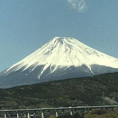 富士山/春/おでかけ/旅行/風景/おでかけワンショット 富士山。新幹線からパシャリ!ここ数年、新…
