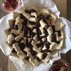 食パン/ピザ/マシュマロ/チョコ/おうちで過ごそう/おうち時間/... ムスメたち作のチョコマシュマロピザ♪ピザ…