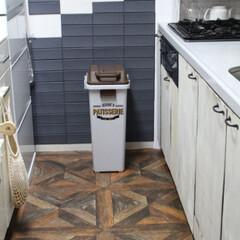 パーケット柄/壁紙屋本舗/キッチンDIY/キッチン/ダイソー/キッチン壁紙/... キッチンの壁と床を簡単diy♪壁にはダイ…