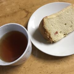 桜餡/頂きもの/シフォンケーキ/桜/スイーツ/わたしのごはん 朝仕事に行ったらいい事がありました。  …