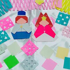 折り紙/七夕飾り/切り紙/彦星/織姫/七夕/... 折り紙で七夕飾りを作ってます。   なか…