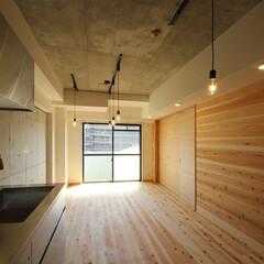 杉板/躯体コンクリート/ステンレスキッチン/タイル/杉板貼建具/リノベーション/... 築20年のマンションのリノベーションです…