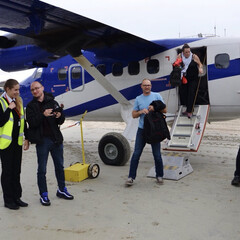 スコットランド/飛行機/プロペラ機/飛行士/空港/砂浜/... おもちゃみたいなプロペラ機ですがこれでも…