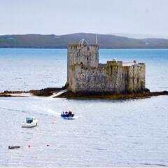 海/島/お城/城/船/ボート/... キシムル城はバラ島のキャッスルベイ沖に浮…