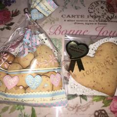 ワッツ/手作りクッキー/クッキー/いちご/🍓🍓🍓🍓🍓/プレゼント/... 一つ前の投稿の続きです😊 百均のクッキー…