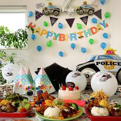 パトカー/誕生日飾り/誕生日ケーキ/誕生日/ダイソー/セリア/... 8月は(8/3)息子4歳の誕生日もありま…