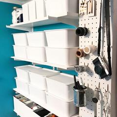 壁面収納/100均/ダイソー/セリア/インテリア/雑貨/... 廊下の一角の壁面収納(^^) ブルーにペ…