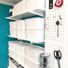 ガチャ棚/可動棚/パンチングボード/蓋つき収納ケース/DIY/雑貨/... ほぼ100均アイテムでできている収納スペ…