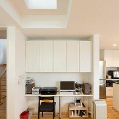 パソコンカウンター/造作 屋根に天窓、二階床を強化ガラスにして、1…