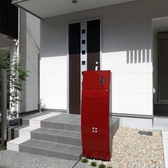 面格子/ルーバー/京都/町家/和モダン/3階建て/... 白壁の面格子に朱色のポストが映える京都市…