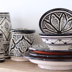 フェズ/セラミック/サフィ/陶器/モロッカン/モロッコ 食器棚の中でも一際目立つ、モロッコ陶器の…